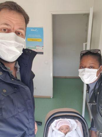 dans les 1er jours du corona : visite chez e médecin pour le vaccin des 5 mois